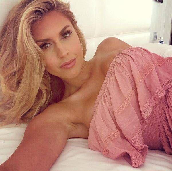 Diese schöne Blondine beweißt das blond fickt gut richtig ist