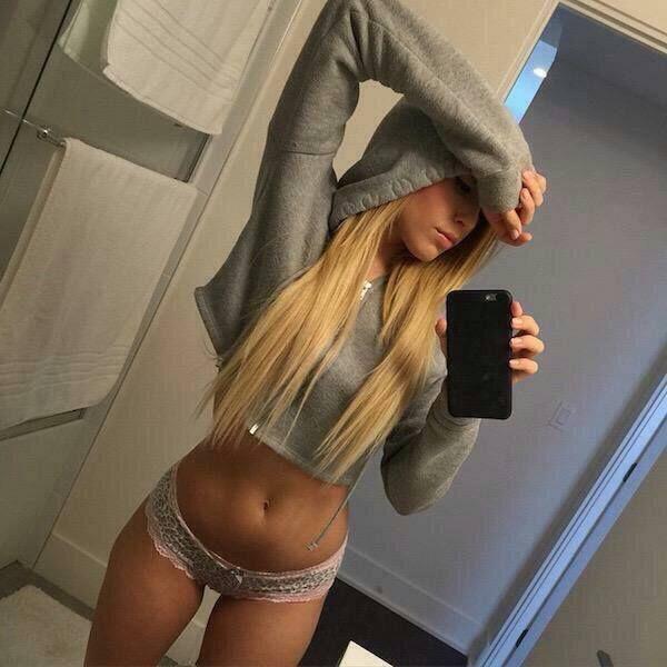 Diese sexy Blondine macht jeden Mann Lust auf Sex